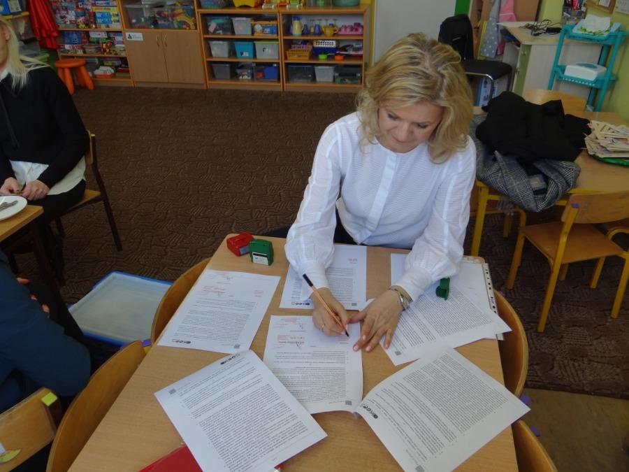 Podpisywanie umowy z APE