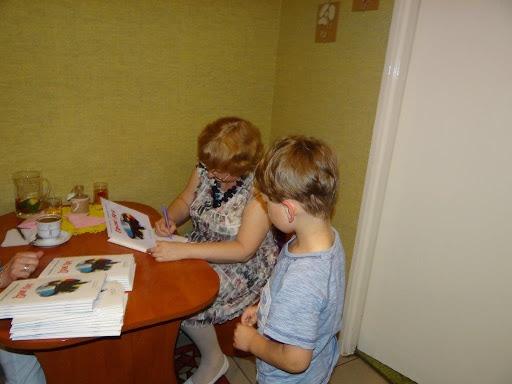 Podpisywanie książek przez Panią Dorotę Gellner